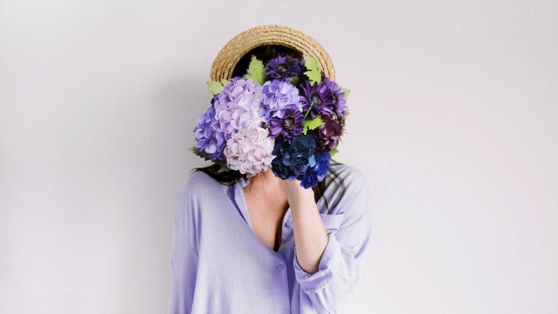 Bloemen fleuren het leven op